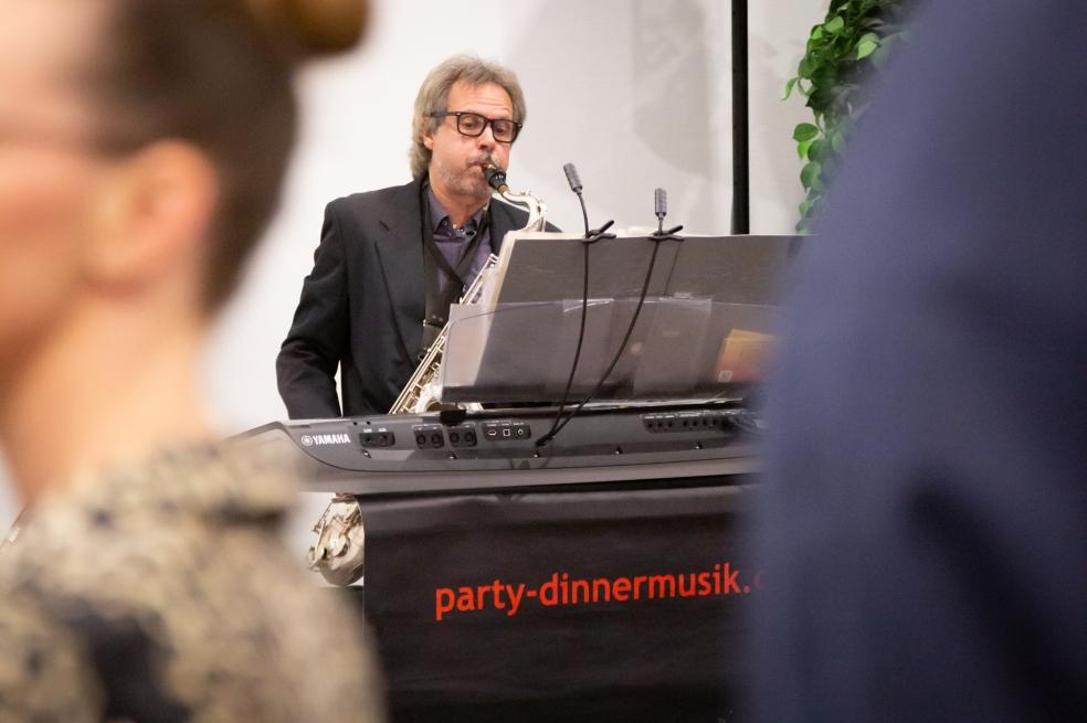 Ralph Winkler sorgt für flotte Musik. Foto: Josephine Leonhardt Photographie